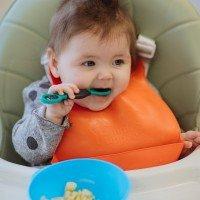 Tommee Tippee SMUSHEE Първа лъжица за самостоятелно хранене с антибактериално покритие BACSHIELD, 4м+, 2 бр./оп.